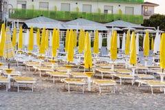Wyrzucać na brzeg z hotelami w Lido Di Jesolo, Veneto, Włochy Zdjęcie Stock