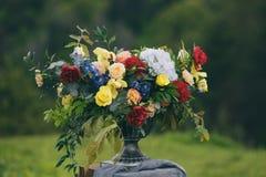Wysklepia dla ślubnej ceremonii, dekorujący z płótnem i kwiatami obrazy stock
