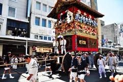 Wysoce dekorujący pławik wraz z swój towarzyszy mężczyzna w trad Zdjęcie Stock