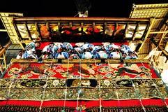 Wysoce dekorujący pławik wraz z swój towarzyszy mężczyzna w trad Obrazy Royalty Free