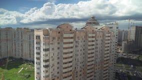 Wysocy budynki mieszkalni w mieście Krasnogorsk, Moskwa regionu zapasu materiału filmowego wideo zbiory