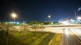 Wysocy ruchów drogowych rozdroża w Dubai mieście zbiory wideo