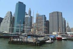 Wysocy statki w Południowym Ulicznym portu morskiego muzeum przy molem 17 w niski Manhattan obrazy stock