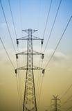 Wysocy woltaży powerlines Zdjęcie Stock