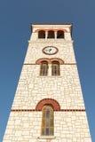 Wysoka dzwonnica przeciw niebu Zdjęcia Royalty Free