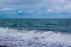 Wysoka fala na morzu Zdjęcia Royalty Free
