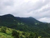 Wysoka góra widoku rozciąganie w atmosferze niebo obrazy royalty free