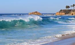 Wysoka kipiel przy Aliso plażą w Południowy laguna beach, Kalifornia Obraz Stock