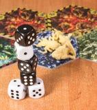 Wysoka kolumna kostka do gry czarny i biały Zdjęcia Stock