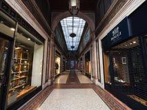 Wysoka moda przechuje w galerii w starym miasteczku Trento, Ital Zdjęcie Stock