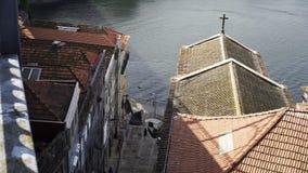 Wysoka odgórnego widoku ulica i Douro rzeka w Porto zdjęcie wideo