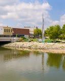 Wysoka rzeźba na bankach Rockowa rzeka Zdjęcie Stock
