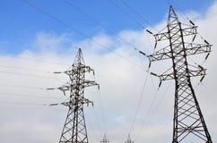 wysoka wieża napięcia elektrycznego Elektryczność przekazu pilon Obrazy Stock