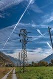 Wysoka woltaż elektryczności dystrybucji linia obraz stock
