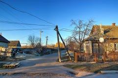 Wysoka woltaż linia energetyczna blisko wioski Obrazy Royalty Free