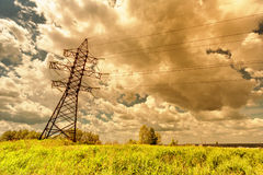 Wysoka woltaż linia, thunderclouds i Zdjęcie Stock