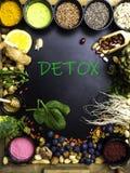 Wysoki żywienioniowy włókien zdrowie jedzenia pojęcie z owoc, warzywami, jagodą, dokrętkami i ziarnami z foods wysokimi w o obrazy stock