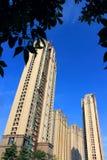 Wysoki budynek pod niebieskim niebem Obraz Royalty Free