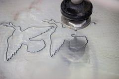 Wysoki ciśnieniowy waterjet aluminiowy rozcięcie 2 zdjęcia stock