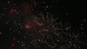 Wysoki definicja film nowego roku ` s wigilii fajerwerku przedstawienia świąteczny świętowanie przy nocy 1080p hd zdjęcie wideo
