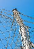 Wysoki drutu kolczastego ogrodzenie Fotografia Royalty Free