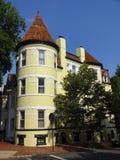 Wysoki koloru żółtego dom w Georgetown zdjęcie stock