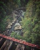 Wysoki linia kolejowa most nad zatoczką fotografia royalty free