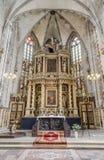 Wysoki ołtarz w stylu klasycznego baroku w kościół Zdjęcia Royalty Free