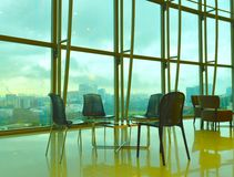 Wysoki podłogowy biuro i kolorowy niebo Fotografia Royalty Free