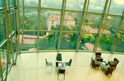 Wysoki podłogowy biuro i kolorowy niebo Obraz Stock