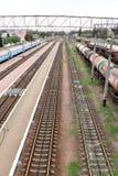 Wysoki prędkość pociąg pasażerski w ruchu na linii kolejowej przy zmierzchem Zamazana kolejka Obrazy Royalty Free