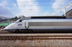 Wysoki prędkości KTX pociska pociąg przy Seul stacją w Południowym Korea fotografia stock