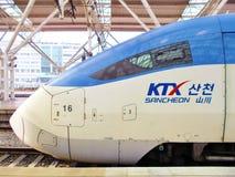 Wysoki prędkości KTX pociska pociąg przy Seul stacją w Południowym Korea zdjęcia royalty free