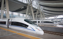 Wysoki prędkość poręcz, Pekin stacja kolejowa Zdjęcia Royalty Free