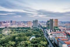 Wysoki widok ferris toczy wewnątrz qingcheng parka, Hohhot, Wewnętrzny Mongolia, Chiny zdjęcia stock