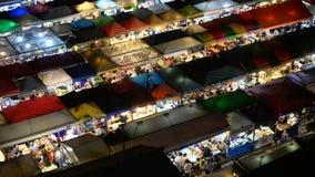 Wysoki widok popularny noc rynek przy Bangkok zbiory wideo