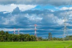 Wysoki woltaż elektryczności pilon na confield moutain i Zdjęcie Royalty Free