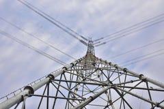 Wysoki woltażu zasilania elektrycznego wierza zakończenie! Fotografia Royalty Free