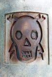 Wysoki woltażu znak - czaszka z błyskawicą Obraz Stock