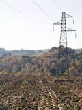 Wysoki woltaży pilonów odpad   wieś krajobraz Obraz Stock