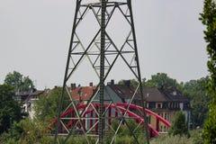 Wysoki woltażu maszt przed mostem Obrazy Royalty Free