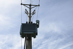 Wysoki woltażu transformator na filarze Zdjęcie Stock