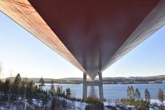 Wysoki wybrzeże most spod spodu obrazy royalty free