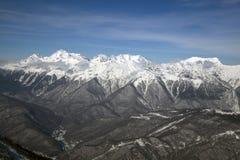 Wysokie góry przeciw niebieskiemu niebu wysokość 2320m zdjęcia stock