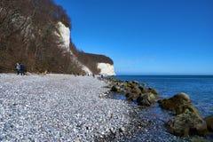 Wysokie kredowe falezy przy wybrzeżem Rugen wyspa Niemcy Zdjęcia Stock