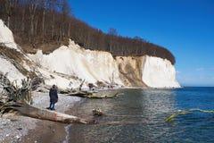 Wysokie kredowe falezy przy wybrzeżem Rugen wyspa Niemcy Fotografia Stock