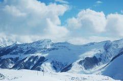 wysokie mountaints w śniegu Zdjęcie Royalty Free