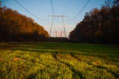 Wysokie woltaż linie energetyczne Zdjęcie Stock