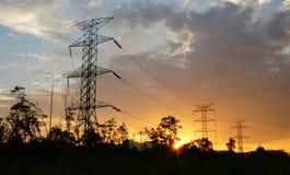 Wysokie woltażu wierza linie energetyczne Obrazy Stock