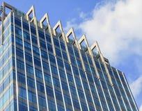 Wysokiego budynku drapacza chmur szklanego okno wzrosta architektury wysoki biuro w Dżakarta Indonezja Zdjęcie Stock